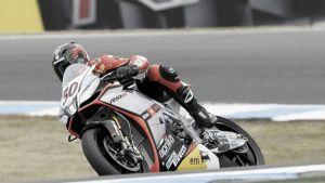 La bandera roja regala la victoria a Sylvain Guintoli en la segunda carrera