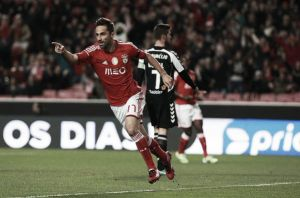 Jonas cabecea a Benfica a lo más alto