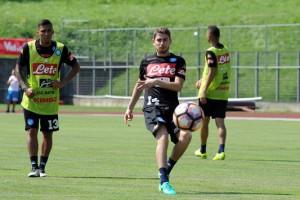 Napoli, secondo giorno di ritiro a Dimaro: si lavora sul 4-3-3, a parte Reina e Tonelli