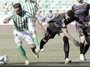 El Valladolid hinca la rodilla en la locura del Villamarín