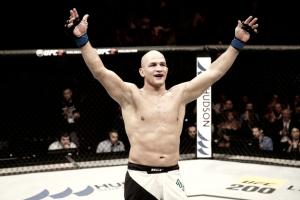 Júnior Cigano e Stefan Struve fazem revanche na luta principal em fevereiro no UFC Halifax