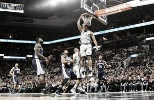 Kawhi Leonard leads San Antonio Spurs to Game 1 victory over the Memphis Grizzlies, 106-74