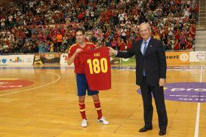 Festival de goles de España en el homenaje a Kike Boned