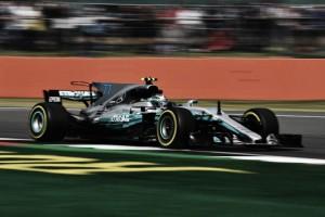 Bottas lidera primeira sessão de treinos livres na Silverstone e Vettel testa o 'Shield'