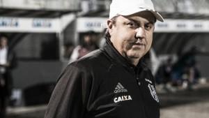 Gilson Kleina reclama da arbitragem e lamenta resultado negativo diante do Corinthians