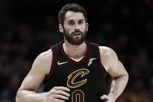 Cleveland Cavaliers' Kevin Love injures hand, will miss six-to-eight weeks