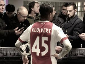 Kluivert acaba con el Roda con un 'hat-trick'