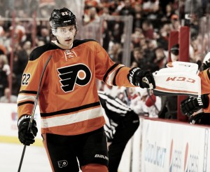 Luke Schenn firma por Arizona