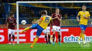Eintracht Braunschweig 1-0 Dynamo Dresden: Reichel rocket sends Lions joint-top