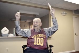 Primeiro técnico da história dos Lakers, John Kundla morre aos 101 anos