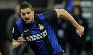 Inter, Kuzmanovic per Palacio nella lista europea