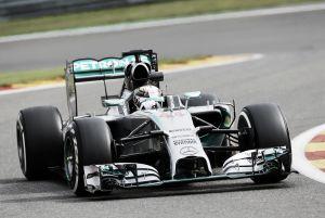 Lewis Hamilton vuelve a sacar el mazo en los Libres 2