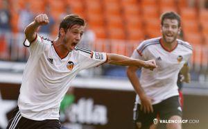 Fernando Cano brilla y da la victoria al filial valencianista en Mestalla