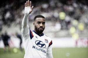 Artilheiro da Ligue 1, Lacazette coloca dúvidas sobre seu futuro no Lyon