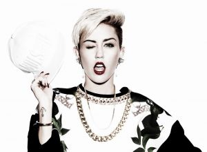 Miley Cyrus se convierte en una controvertida mujer '4x4'