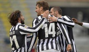 Llorente y Marchisio remontan a un gran Cagliari
