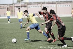 Las Palmas Atlético gana por la mínima al Buzanada para seguir como líder destacadísimo