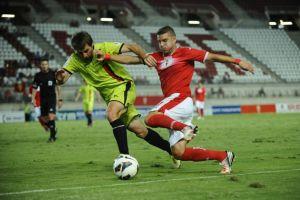 El Murcia golea y se afianza en el play off gracias al Mirandés