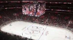 El Little Caesars Arena se estrena con asientos vacíos