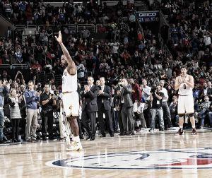 Los Cavaliers ganan con un LeBron histórico