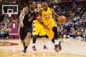 Resumen NBA: Los Cavs derrotan a los Spurs y los Warriors ganan in extremis ante el peor rival