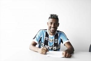 Grêmio anuncia lateral Léo Moura como segundo reforço para 2017