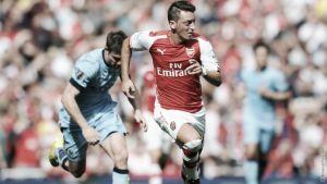 Una lesión obliga a Özil a dejar la concentración