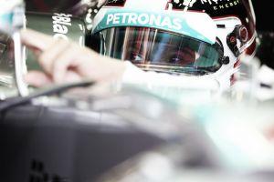 Lewis Hamilton comienza dilatando el gobierno de Mercedes en Monza