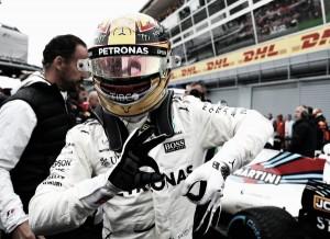 """Hamilton hace historia en Monza: """"Ha sido un día épico. Me siento bendecido"""""""