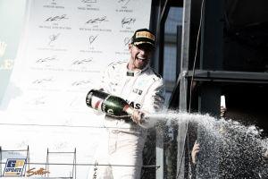 Lewis Hamilton reina en el caos de Melbourne