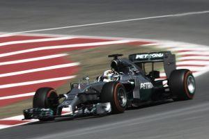 Lewis Hamilton sigue al frente en los libres 2