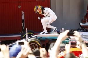 Hamilton vence na Espanha e diminui vantagem de Vettel no campeonato para 6 pontos