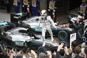 Hamilton trionfa tra la pioggia (e il caos!) di Interlagos, ma la star è Verstappen!