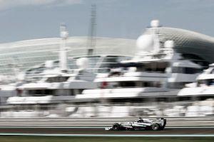 Lewis Hamilton da la primera estocada el campeonato