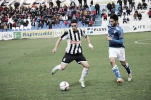 El Cartagena logra un empate con uno menos en Linares