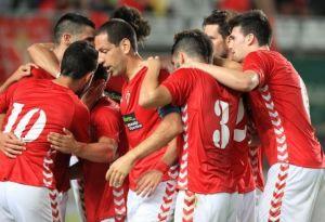 El Real Murcia domina, gana y convence contra el Tropezón