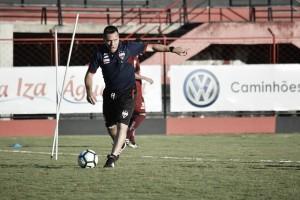 Atlético-GO e Vitória medem forças em duelo de desesperados