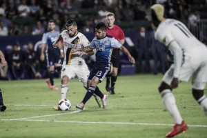 Los Angeles Galaxy and Vancouver Whitecaps play to a 0-0 stalemate