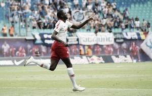 RB Leipzig domina partida e vence Universitatea Craiova pela Liga Europa