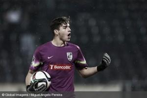 Miguel Silva levanta el muro y apreta aún más la Liga