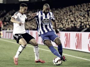 Pugna entre Deportivo y Valencia por Sidnei y Mosquera.