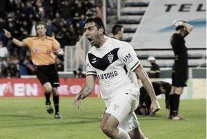 Com gol de Pratto, Vélez vence Lanús e assume a liderança do Torneo de Transición