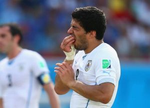 Barça and Real still in the hunt for Luis Suarez