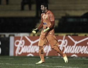 Suspenso, goleiro Luiz desfalca Criciúma contra Boa Esporte