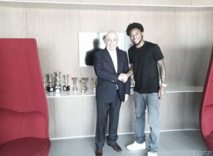 Luiz Adriano signs for Milan