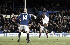 Lukaku evita el naufragio del Everton y fuerza el 'replay'