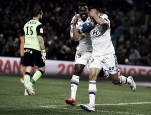 Lyon vira e goleia Montpellier para voltar ao primeiro lugar da Ligue 1