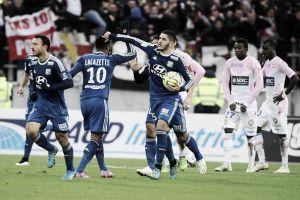 Lyon recebe ameaçado Evian para continuar próximo do líder PSG