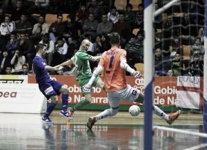 Magna Navarra se lleva los tres puntos frente a Azkar en un partido plagado de goles