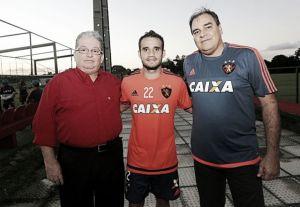 Maikon Leite é apresentado oficialmente, regularizado e pode estrear contra o Santos